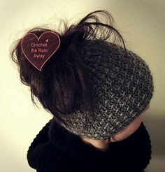 Ravelry: Pala Messy Bun hat pattern by Kati Jäppinen  25% off this pattern until 31 th December, no coupon code needed