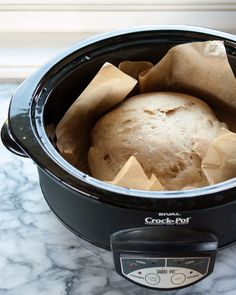 Slow Cooker Crockpot Bread - You don't have to turn on the oven this summer to get your fresh bread fix — just plug in your Crock-Pot. Use this technique to bake any bread you want. Crock Pot Bread, Slow Cooker Bread, Crock Pot Slow Cooker, Crock Pot Cooking, Slow Cooker Recipes, Crockpot Meals, Crock Pots, Bread Crockpot, Freezer Recipes