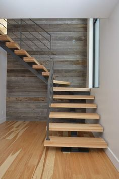 Escalera para casa Escalier bois et métal en bois hickory Plus Home Stairs Design, Interior Stairs, House Design, Steel Stairs, Wood Stairs, Staircase Runner, Stair Railing, Escalier Design, Tiny House Stairs