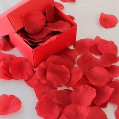 Aşkın rengi kırmızıdır  Romantik bir ortamın olmazsa olmazı Kırmızı Gül…