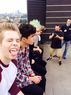 Find images and videos about 5 seconds of summer and luke hemmings on We Heart It - the app to get lost in what you love. 5sos Pictures, Calum Hood, Michael Clifford, Second Of Summer, Luke Hemmings, Jawline, 5 Seconds, Playing Guitar, I Fall In Love