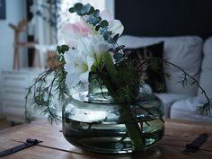 Mansikkatilan mailla: Kukkailottelua - Amaryllis, joulukukkien kuningatar? Marimekko, Glass Vase, Decor, Decoration, Decorating, Deco