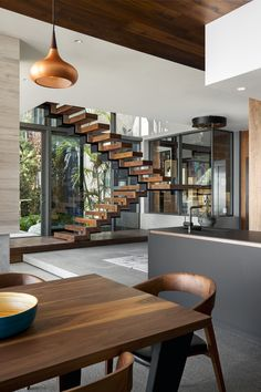 House Sealion, located at the foot of the mountain in the Atlantic Seaboard of Cape Town – South Africa and it was designed with the intention of an entertainment home. Home Stairs Design, Modern House Design, Home Interior Design, Interior Architecture, Interior Colors, Plafond Design, Barn House Plans, House Stairs, Interior Inspiration