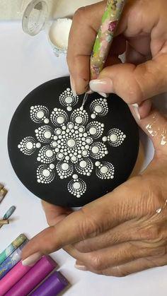 Mandala Art Lesson, Mandala Artwork, Mandala Drawing, Mandala Painting, Mandala Painted Rocks, Mandala Rocks, Flower Mandala, Flow Painting, Dot Art Painting