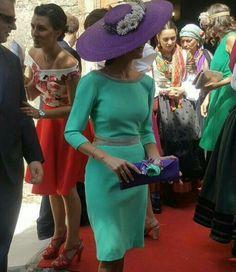 El modelazo de la tita, guapa invitada a la boda.