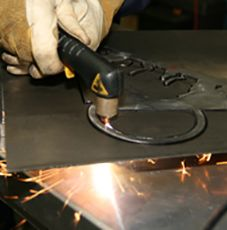 How To Select And Operate A Hand Held Plasma Cutter Guide Plasma Cutter Plasma Diy Welding