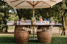 drink station rustica con barili Easy Alcoholic Drinks, Drinks Alcohol Recipes, Wedding Dress Organza, Carters Baby Girl, Toddler Girl Outfits, Find Picture, Drinking Water, Summer Wedding, Cocktails