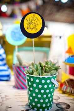 Festa infantil, tema monstrinhos: https://www.casadevalentina.com.br/blog/FESTA%20FOFA%20DE%20CRIAN%C3%87A%20COM%20D%C3%89COR%20DE%20MONSTRINHOS ---------------  Children's party, theme monsters: https://www.casadevalentina.com.br/blog/FESTA%20FOFA%20DE%20CRIAN%C3%87A%20COM%20D%C3%89COR%20DE%20MONSTRINHOS