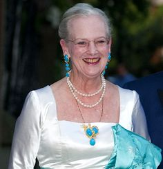 Queen Margrethe wearing the turquoise and diamond brooch given to Margaret of Connaught from the Duke and Duchess of Devonshire with two different pairs of earrings Royal Crown Jewels, Royal Crowns, Royal Tiaras, Royal Jewelry, Denmark Royal Family, Danish Royal Family, Royal Photography, Queen Margrethe Ii, Danish Royalty