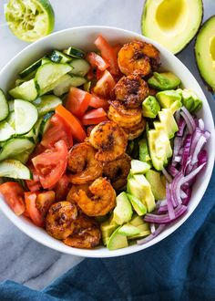 Skinny Shrimp & Avocado Salad A healthy, flavorful and balanced shrimp, avocado, tomato and cucumber salad topped with a cilantro lime dressing. Shrimp + Avocado is a combo that is out of this world. Avocado is great with anyt… Shrimp Avocado Salad, Avocado Salad Recipes, Cucumber Salad, Salad With Shrimp, Shrimp Salad Recipes, Detox Salad, Avocado Food, Seafood Recipes, Dinner Recipes