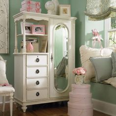 Adding That Perfect Gray Shabby Chic Furniture To Complete Your Interior Look from Shabby Chic Home interiors. Shabby Chic Mode, Shabby Chic Cottage, Shabby Chic Style, Romantic Cottage, Shabby Chic Furniture, Vintage Furniture, Furniture Ideas, Vintage Armoire, White Furniture