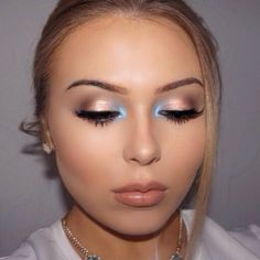 POP OF BLUE: Maria Makeups @mariamakeups #pampadour