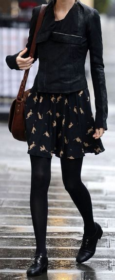 Taylor Swift Street Style Layering this black jacket over her black ensemble adds a little edge to the whimsical dress. via StyleList Taylor Swift Moda, Taylor Swift Style, Taylor Swift Fashion, Swift 3, Mode Outfits, Casual Outfits, Whimsical Dress, Fashion News, Fashion Trends