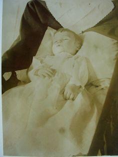 Post Mortem Pictures, Post Mortem Photography, Momento Mori, Antique Pictures, Lost Art, Present Day, Victorian Era, Vintage Children, Creepy