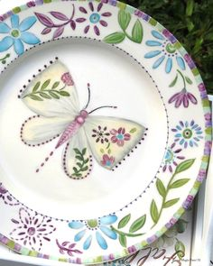 (2) MAGIA PURA - Fotos Painted Plates, Ceramic Plates, Hand Painted, Pottery Painting, Ceramic Painting, Fabric Paint Designs, Butterfly Art, Butterflies, Vintage Plates