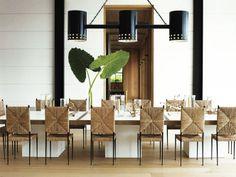 Longa mesa de jantar