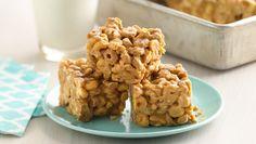 No-Bake Peanut Butter-Cereal Bars * Peanuts, peanut butter and peanut butter baking chip--oh my! This is the no-bake cereal bar for peanut butter lovers! No Bake Desserts, Delicious Desserts, Dessert Recipes, Bar Recipes, Cookie Recipes, Tasty Snacks, Cereal Recipes, Family Recipes, Sweets