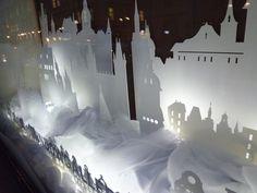 Interactive christmas window display by Wellen, Prague visual merchandising
