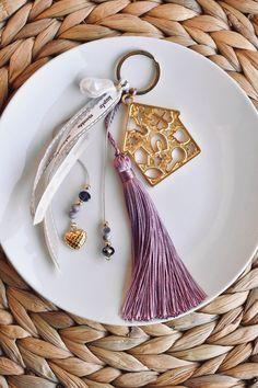 Γουρι με μεταλλικο διατρητο σπιτακι Napkin Rings, Decor, Decoration, Decorating, Napkin Holders, Deco