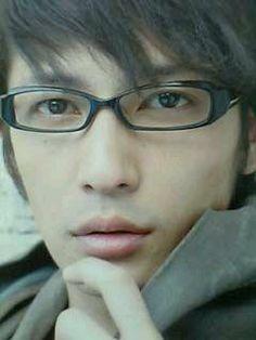 かっこいいメガネ男子 : 目指せ!カッコいいメガネ男子、彼氏にメガネで「ちょっとでも」ジャニーズ系イケメンにしたい - NAVER まとめ