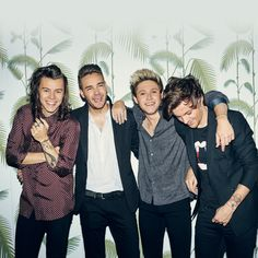 This morning, One Direction stars Harry Styles, Niall Horan, Liam Payne and Louis Tomlinson have dropped an exciting surprise on fans with the UK time release of the first single from their … Niall Horan, Zayn Malik, Liam Payne, Louis Tomlinson, Rebecca Ferguson, Harry Styles, Nicole Scherzinger, Gifs Musica, 5sos