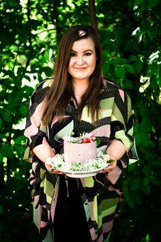 Perfect Strawberry Raw Cake for Summer Parties (sugar-free, gluten-free, vegan, dairy-free) Raw Dessert Recipes, Raw Food Recipes, Cake Recipes, Dairy Free, Gluten Free, Raw Cake, Strawberry Cakes, Healthy Cake, Summer Parties