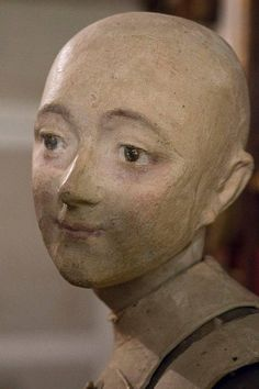 Such a lovely expression on this mannequin Head