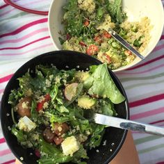 Piknik i parken  Salat med reddik quinoa paprika tomat pinjekjerner avokado fetaost ruccola og pesto