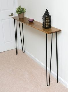 Very narrow console table with hairpin legs for the small .- Sehr schmaler Konsolentisch mit Haarnadelschenkeln für den kleinsten Eingangsbe… Very narrow console table with hairpin legs for the smallest entrance area - Very Narrow Console Table, Narrow Sofa Table, Modern Console Tables, Sofa Tables, Slim Console Table, Modern Table, Diy Furniture Table, Diy Furniture Projects, Diy Table