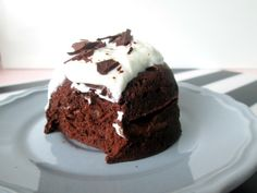 Mood cake with healthy chocolate Top 3 of 2019 - food. Healthy Sweet Snacks, Healthy Baking, Healthy Desserts, Healthy Recipes, Low Carb Granola, Healthy Chocolate Mug Cake, Chocolate Topping, Cake Chocolate, Mugcake Brownie