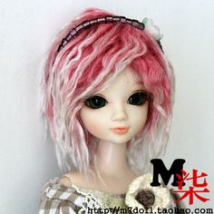 ok, thiss doll is creepy with her dreads, but if i was ever to get the white hair that daymian requests occasionally, i would have to do it like this...maybe a different colour than pink though.
