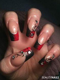 Gelnägel rot schwarz