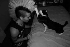 "this-tragic-affair: "" punk boys with cute cats is my favourite thing ever "" Punks w/ Kitties! So cute! Chicas Punk Rock, Estilo Punk Rock, Punk Guys, Punk Mode, Punks Not Dead, Girly, Jolie Photo, Looks Cool, Punk Fashion"