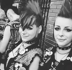 Chronicles of The Punk Prophet: Photo Grunge Goth, Punk Goth, 70s Punk, Punk Rock Girls, Goth Girls, Punk Rock Hair, Filles Punk Rock, Estilo Punk Rock, Arte Punk