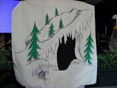 This was done in about an hour as I had to hurry and get it finished for the preschool grauation play of the Grinch. Grinch Cave for a Preschool Grauation Christmas Float Ideas, Ward Christmas Party, Grinch Christmas Decorations, Whoville Christmas, Christmas Program, Christmas Gingerbread House, Christmas Themes, Holiday Crafts, Christmas Hallway