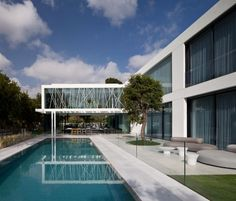 House of Parties is a minimalist house located in Savyon, Israel, designed by Pitsou Kedem Architects. The central space was constructed as a unit that allows for the total nullification of the walls between the space and the outside. (5)