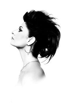 Por MIGUEL ARCANJO PRADO Ícone carioca, a cantora Fernanda Abreu canta hits de sua carreira em São Paulo, no show Eletroacústico, dia 28 de junho, terça-feira, às 21h, no Teatro Porto Seguro. Estará acompanhada…