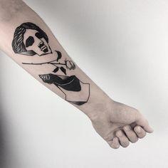 Encontrado otro de esos tatuadores que tanto nos flipan! Louis Loveless mezcla arte clásico con esqueletos, preciosas distorsiones y alguna que otra referencia cinematográfica, y todo con un trazo negro sin casi sombras ni colores con un resultado final potentísimo.