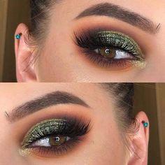 23 Stunning Makeup Ideas for Fall and Winter - . - - 23 Stunning Makeup Ideas for Fall and Winter - - Dark Green Eyes, Green Smokey Eye, Brown Eyes, Dark Brown, Dark Eyes, Blue Eyes, Fall Makeup Looks, Winter Makeup, Golden Eye Makeup