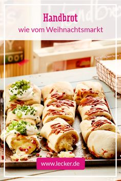 Handbrot mit Käse und Schinken Due to the creamy cheese filling, this bread has a risk of addiction … Party Finger Foods, Snacks Für Party, Beef Recipes, Snack Recipes, Cooking Recipes, Creamy Cheese, Cheese Bread, Nutrition, International Recipes