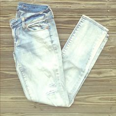 AE Acid Wash Skinny Jeans  Casual chic jeans for the weekend. Very faded light blue | No trades, no PayPal, no holds & all negotiations through the offer button, please ❤️ American Eagle Outfitters Jeans Skinny