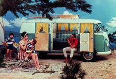 Sure, it looks like a giant loaf of bread, but the Volkswagen Bus, almost seventy years since it was first introduced, still remains one of the most beloved and… Volkswagen Bus, Vw T1, Kombi Clipper, Ferrari, Lamborghini, Kombi Home, Surfer, Atomic Age, Photo Checks