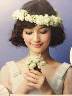 ボブ風スタイルに重め花冠