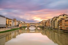 A spectacular day in #Florence! Una giornata spettacolare a Firenze! #residenzasassetti #residenzagambrinus #mabellefirenze #firenze #pontevecchio #dawn #wintertime #view #uffizi #holiday #italy #travel