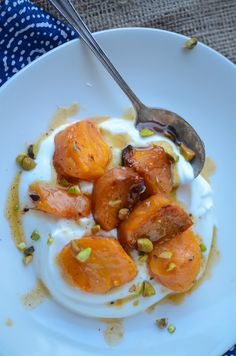 The perfect fall breakfast, cardamom roasted persimmons - scalingback Vegetarian Recipes, Cooking Recipes, Healthy Recipes, Healthy Sweets, Persimmon Recipes, Persimmon Cookies, Persimmon Fruit, Fall Breakfast, Perfect Breakfast