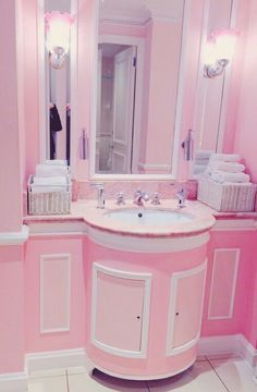 Gotta love a pink bathroom!!!!