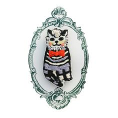 Embroidered Cat Brooch by Tamao World