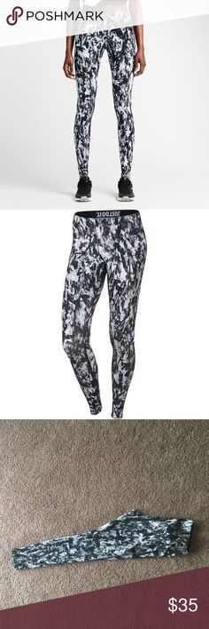 Nike leggings🏃🏼 🏃🏼 🏃🏼check out this 🔥 deal! Perfect for running 🏃🏼 and staying active while looking adorable in those slimming leggings Nike Pants Leggings