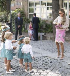 Volvemos a tener esta falda. Nos encanta! #invitadaperfecta #boda #hermananovias…