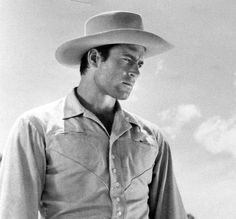Clint Walker Hollywood Stars, Old Hollywood, Classic Hollywood, Cheyenne Bodie, Clint Walker, Best Hero, Rock Hudson, Famous Movies, Western Movies